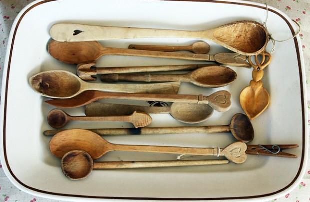 Ahorro del hogar – aprende cómo ahorrar en el mantenimiento de tu cocina y sus utensilios con estos consejos de Reparalia para tener tus cubiertos de madera siempre como nuevos con agua oxigenada