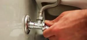 Los fontaneros profesionales de Reparalia, disponibles todos los días y a todas horas en toda España, te enseñan cómo reparar y sustituir los mecanismos de descarga y el flotador del inodoro en tu w.c.