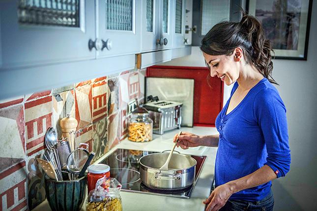 Carpinter a un hogar con mucho oficio for Cocinas profesionales para el hogar