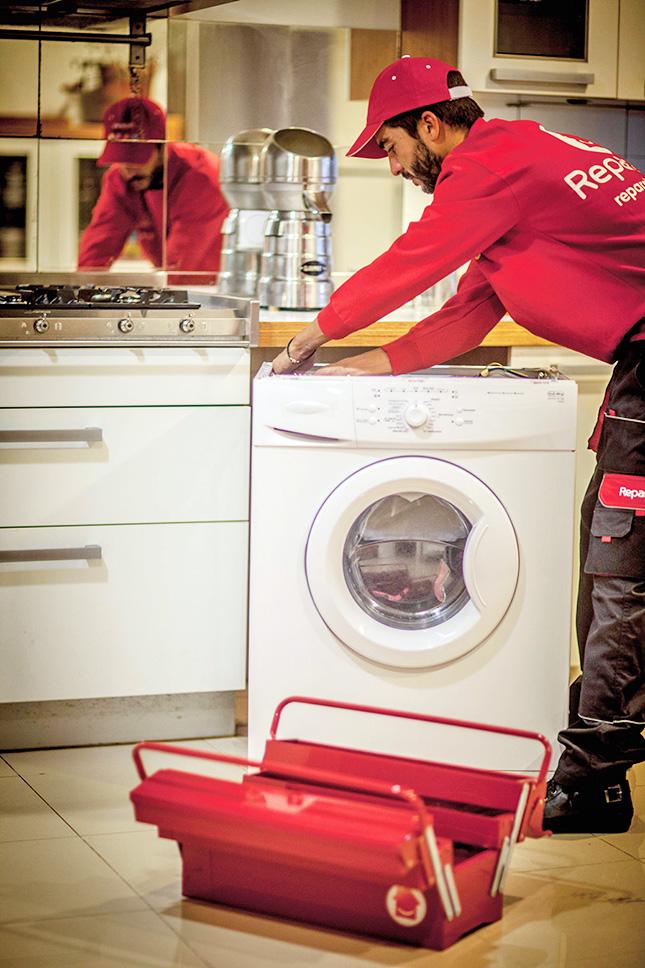 Los técnicos profesionales de Reparalia, especialistas en reparación de todo tipo de averías en lavadoras, frigoríficos, lavavajillas, hornos, etc. te cuentan cómo detectar una rotura o avería en tu electrodoméstico y cómo reparar fácil y rápidamente el problema.