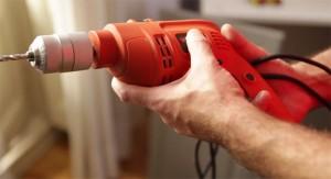 Los carpinteros profesionales de Reparalia, disponibles 24/7 en toda España y con precios muy económicos para instalar tus muebles de toda la casa, te explican hoy cómo colgar tu mueble de cocina con plenas garantías.
