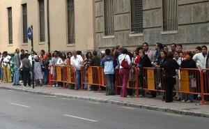 Colas de inmigrantes en el Ayuntamiento de Valencia