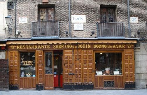 Restaurante bot n calle cuchilleros ya est el listo que for Casa botin madrid