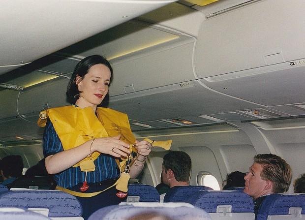 ¿Por qué en los aviones te dan un salvavidas en vez de un paracaídas?