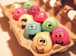 ¿Sabías que se escribe 'por uebos' y no 'por huevos' cuando nos referimos a hacer una cosa por necesidad?