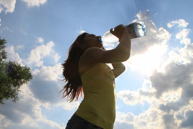 ¿Cuánto tiempo puede sobrevivir una persona normal sin beber agua?