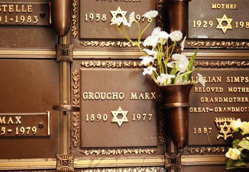 «Disculpe que no me levante» La leyenda urbana sobre el epitafio de Groucho Marx