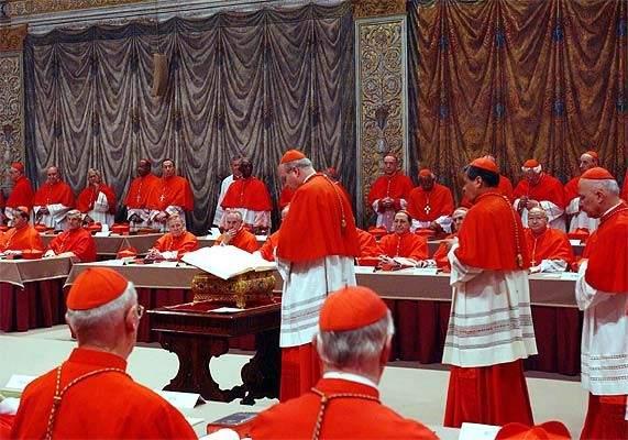 ¿Por qué la reunión de cardenales para elegir un nuevo papa se llama 'cónclave?