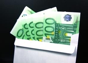¿De dónde surge el término «sobrecogedores» para referirse a los que reciben sobres con dinero negro?