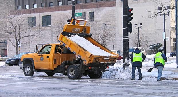 ¿Por qué cuando nieva se echa sal en las aceras y carreteras?