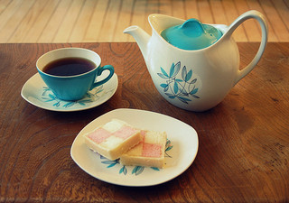 ¿Cuál es el origen de la tradicional costumbre de tomar el té de las cinco?