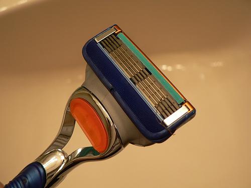 ¿Cuál es el origen de la maquinilla de afeitar?