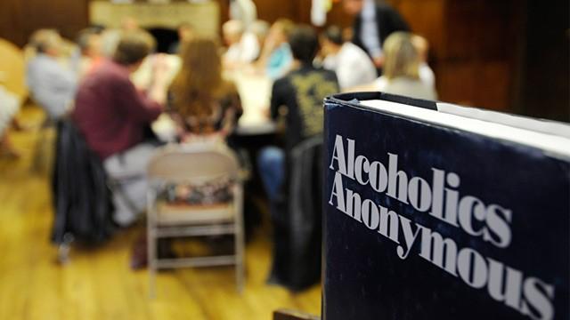 ¿Cuál es el origen de las reuniones de los grupos de Alcohólicos Anónimos?