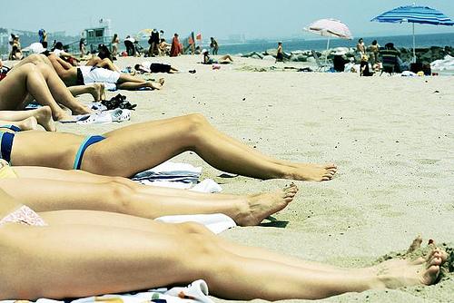 ¿Cuándo y por qué se puso de moda tomar el sol para estar moreno?
