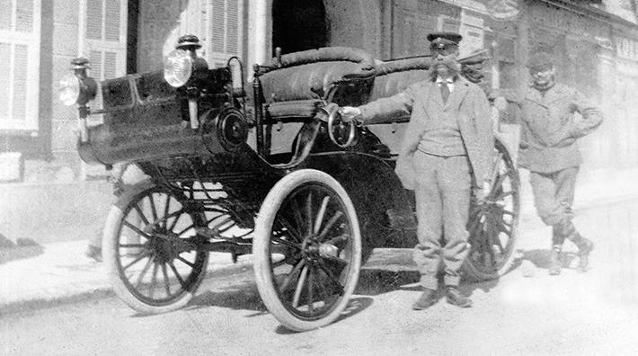 La curiosa historia sobre el origen de la marca de automóviles Mercedes-Benz - Emil Jellinek