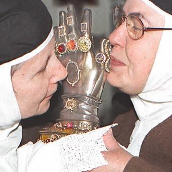 ¿De dónde surge la expresión 'ser mano de santo'?