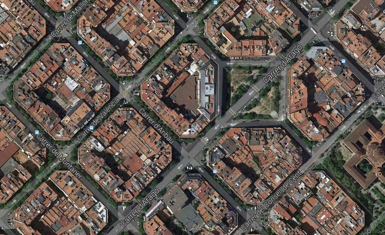 ¿De dónde surge llamar 'manzana' a los espacios urbanos delimitados por cuatro calles?
