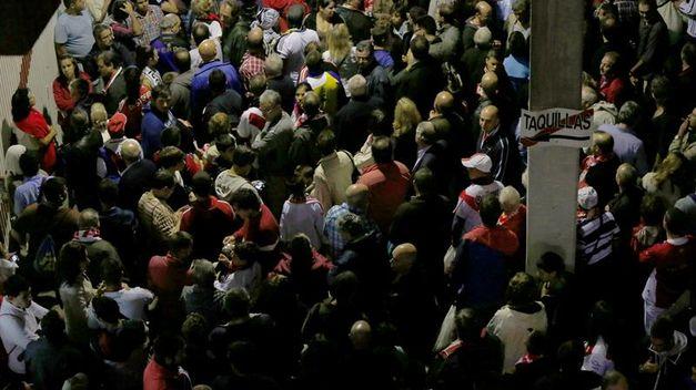 ¿Por qué los accesos a las gradas de los estadios y teatros se llaman 'vomitorios'?