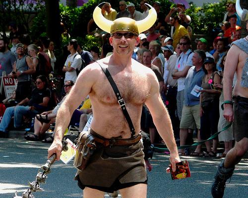¿Sabías que los cascos vikingos realmente no llevaban cuernos?