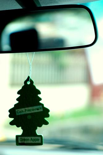 De d nde surgi el ambientador en forma de pino que se for Espejo para ver a los ninos en el coche
