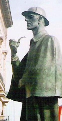 ¿Por qué Sherlock Holmes fumaba en una pipa curvada?