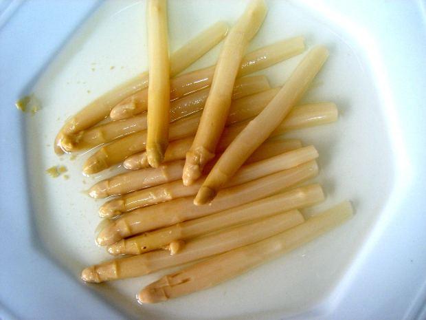 ¿Por qué la orina huele tan mal cuando comemos espárragos?