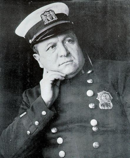 ¿Quién fue el primer policía que luchó contra el crimen organizado?