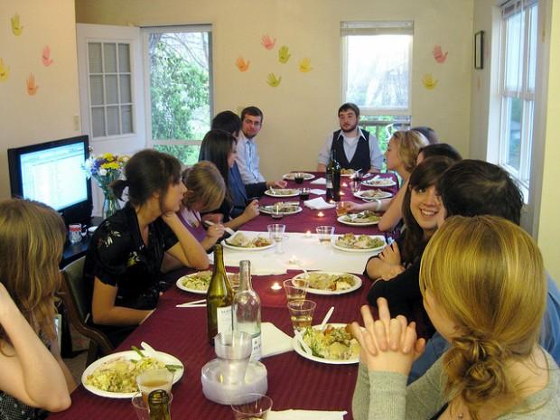 Deipnofobia, el miedo irracional y patológico a mantener una conversación durante la cena