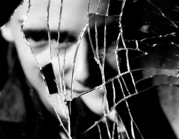 ¿De dónde proviene la superstición del espejo roto y los siete años de mala suerte?