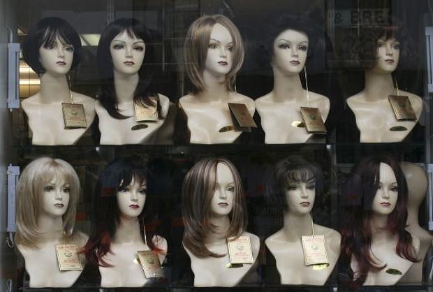 El curioso origen del término 'peluca'