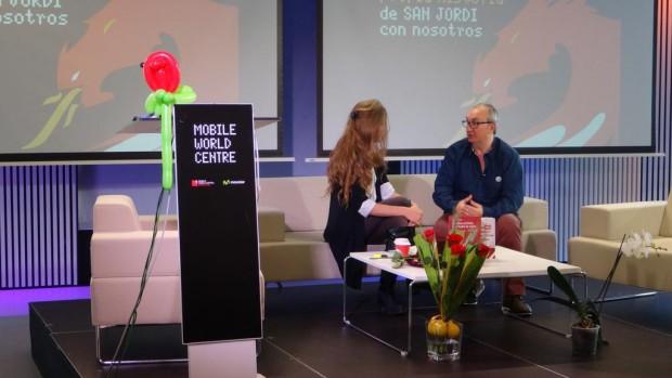 Alfred López entrevistado por Guillermina Royo-Villanova en el Mobile Wolrd Center