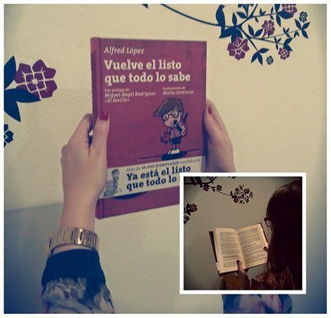 Ana Belén López con un ejemplar de 'Vuelve el listo que todo lo sabe'