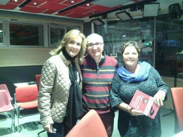 En La Noche en vela, fotografiándome con Pilar Tabares y Nieves Herrero