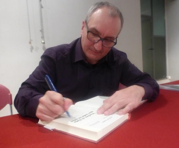 Firma de ejemplares del libro 'Vuelve el listo que todo lo sabe' en Sant Jordi