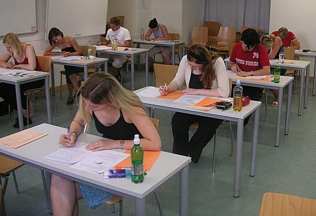 ¿Cuál es el origen de poner nota a los estudiantes que se examinan?