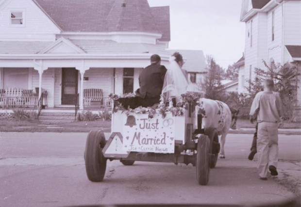 ¿De dónde surge llamar 'Luna de miel' al viaje que realizan los recién casados?