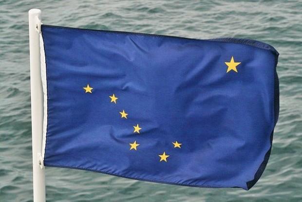 El curioso origen de la bandera de Alaska