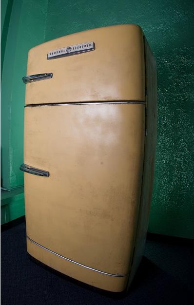 ¿Sabías que las puertas de las neveras son magnéticas para evitar que los niños queden encerrados dentro?